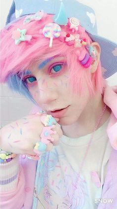 So who ever said that guys couldn't be into Kawaii/Dicora/Fairy Kei I think it's ok, if you like it/happy with it then go have fun being yourself Goth Boy, Emo Goth, Grunge Style, Soft Grunge, Maquillage Normal, Pastel Goth Fashion, Pastel Goth Makeup, Pastel Goth Clothes, Pastel Goth Style