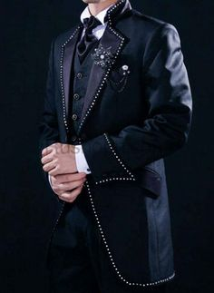 Gothic Suit for Groom http://www.rushopn.com/images/l/20120109/2012010912580158004.jpg