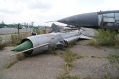 MiG-21_Fishbed._Abandoned_aircraft_museum_at_Khodynka_airdrome_(7721153362).jpg (3592×2408)
