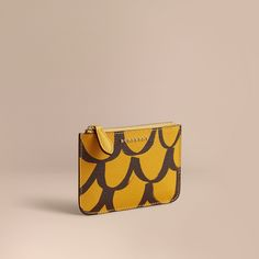 db32f687412924 A pouch in grainy leather, with a hand-painted trompe l'oeil pattern