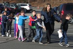 2012 — In this photo provided by the Newtown Bee, Connecticut State Police lead a line of children from the Sandy Hook Elementary School to safety after a gunman fatally shot 20 children and 6 adult staff members. Powerful Pictures, Inspiring Pictures, School Week, Police Academy, Sandy Hook, Thing 1, School Shootings, Alternative News, Mainstream Media