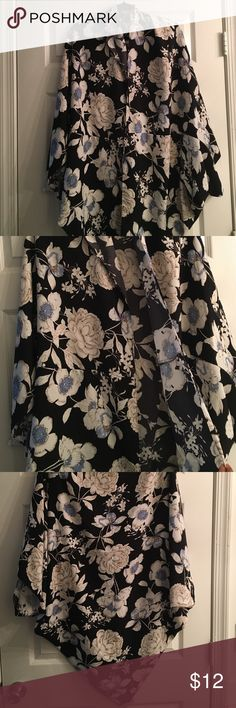 Kimono Long black flowery kimono. Great condition. Fashion Nova Intimates & Sleepwear Robes