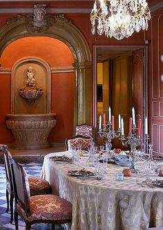 Stunning In Chateau Dining Beautiful Interior Design, Beautiful Interiors, Château De Villandry, Cheverny, Classic Living Room, Beautiful Table Settings, Elegant Dining, French Interior, French Country House