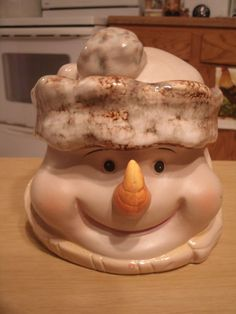 *SNOWMAN COOKIE JAR - DECORATIVE - HOLIDAY - COLLECTABLE - OLD FASHION LOOK