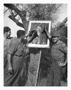 Soldados franceses saludando a Hitler