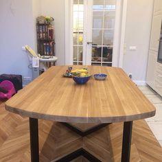 Отличный пример того, как стол вписывается в интерьер😊 Геометрия, цвет, прекрасный результат!)) #стол #столобеденный #столназаказ #столиздуба #скандинавскийстиль #мебельназаказ #мебельнаямастерская #rocknwood