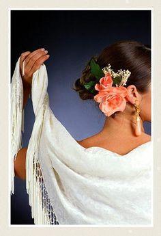 Spanish style – Mediterranean Home Decor Flamenco Skirt, Flamenco Dancers, Gypsy Culture, Dance Paintings, Dance Art, Spanish Style, Belly Dance, Flowers In Hair, Argentine Tango