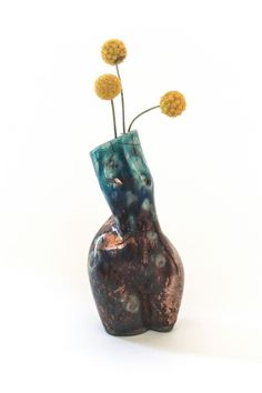 The limited Raku series is handmade in Austria by the artist Andrea Kollar in cooperation with Lea and Simone from Studio Kiru who created their very own unique style of Raku. Each vase of this series is a unique piece - every one of them in the shape of a female body. Raku Art Mermaid | Contemporary ceramics | Stoneware scultpure body | Raku sculpture | contemporary woman sculpture | modern design piece #andreakollar Ceramic Decor, Ceramic Art, Vase Design, Oil Pastel Art, Charcoal Art, Black And White Wall Art, Ceramic Figures, Vase Shapes, Pottery Sculpture