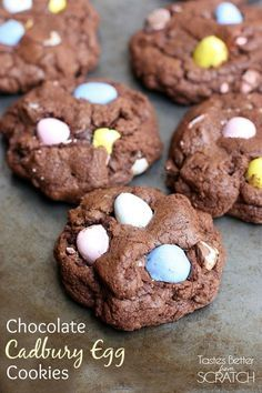 These fun and easy Chocolate Cadbury Egg Cookies make the perfect Easter dessert your family will love. A thick and chewy, almost brownie-like chocolate cookie with mini Cadbury chocolate candy pieces. No Egg Cookie Recipe, No Egg Cookies, Easter Cookies, Easter Treats, Cadbury Cookies, Easter Food, Cadbury Eggs, Easter Eggs, Super Cookies