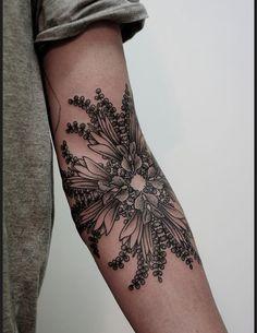 Des tatouages de fleurs vus sur Pinterest Tatouage fleurs creux du bras