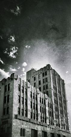 print canvas grunge  building  bricks  reflection  green  blue  windows  sky  clouds  vignette  skyscraper  high  sunset  contrast  black and white  b&w  romanesque revival  romanesque style  1920s  1930s  fry and kasurin  high-rise  art deco  art moderne  terra cotta  facade  roaring twenties  jazz age  urbanization  chicago  architecture