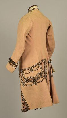 Мужской костюм, расшитый серебряной нитью и пайетками, 1785 г. Кафтан и бриджи из шерсти, весткоут из шёлкового фая.  Whitaker auction.