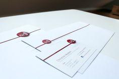 Geschäftsausstattung mit partiellem Lack auf dem Logo und den Designelementen. Briefbogen, Visitenkarten und Briefumschläge. Kunde: Pier9