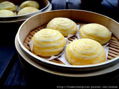 完成 Golden lava (liu sha) bao is a new dim sum item invented in Hong Kong a few years ago. What is unique about this dim sum is the creamy and runny egg custard filling made from milk and salted egg yolks flowing out of the hot steamy bao when it is opened.