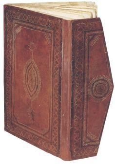 Corán egipcio del siglo XV con encuadernación con solapas.
