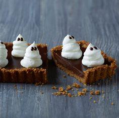 Overrask til halloween med en cremet chokoladetærte, der sender dine smagsløg i himlen. Her får du opskriften på en ægte halloween-kage med chokoladekræs.
