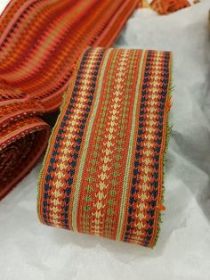 Gammelt belte til beltestakk Textile Fabrics, Loom, Printing On Fabric, Weave, Zip Around Wallet, Band, Fashion, Moda, Loom Knitting