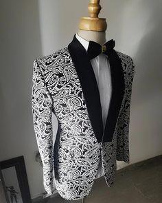 men s suits check Blazer Outfits Men, Mens Fashion Blazer, Mens Fashion Wear, Suit Fashion, Fashion Boots, Dress Suits For Men, Suit And Tie, Men Dress, Man Dress Design