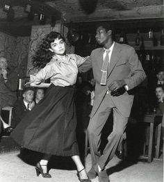 Bid now on Be Bop à St. Germain des Pres, Paris by Robert Doisneau. View a wide Variety of artworks by Robert Doisneau, now available for sale on artnet Auctions. Lindy Hop, Robert Doisneau, Robert Mapplethorpe, Swing Dancing, Swing Jazz, Shall We Dance, Lets Dance, Bailar Swing, Poses