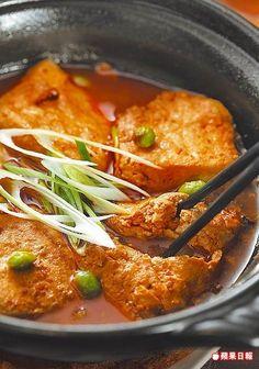 清蒸臭豆腐200元/小 自然發酵的布包臭豆腐肉質細嫩,吸滿醬汁。