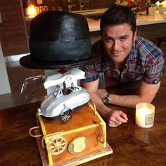 We're 100 episodes young! Celebrating with Yannick Bisson and the crew with a fabulous Murdoch Mysteries cake.