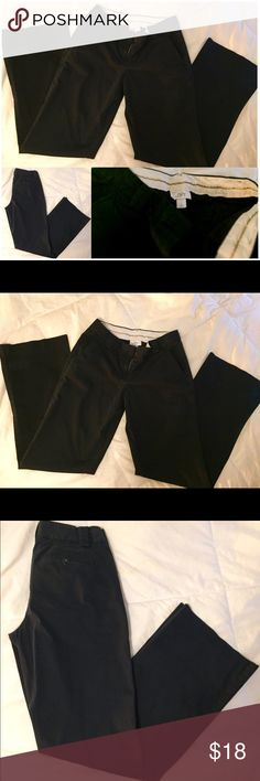 """LOFT """"Julie"""" Pants Like New, Navy Ann Taylor LOFT Navy Slacks, """"Julie"""" fit, Office/Work Wear, Well-Made, Soft, Comfy, Worn maybe once!, & Flawless! 😍  Size 2 & True to size w 30.5 in inseam 💗   Let me know if you have any questions!   Bundle for combined shipping + up to 40% OFF to help me clear my closet & help you into some new steals 💝! LOFT Pants Trousers"""