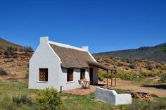 Enjo Nature Farm is a romantic weekend getaway in Cederberg Wilderness Area. Enjo Nature Farm is a great getaway that leaves you with las. Bahamas House, African House, Cape Dutch, Eco Buildings, Romantic Weekend Getaways, Dutch House, Rural House, Highland Homes, Weekend House