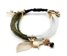 Pulsera de moda con cuentas verdes y blancas y adornos dorados. Tamaño: ajustable. Sin niquel. #tiendaonline #bisuteria #jewelry #pulseras #ring #moda