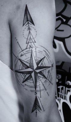 Tatto Ideas 2017 Tatouage rose des vents cap sur un classique du genre Arrow Tattoos, Star Tattoos, New Tattoos, Sleeve Tattoos, Tattoos For Guys, Cool Tattoos, Tatoos, Tattoo Henna, Hand Tattoo