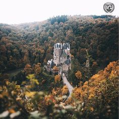 present  I G  B E S T  F R O M  T H E  W O R L D  P H O T O | @pangeaproductions  L O C A T I O N | Eltz Castle (German: Burg Eltz) is a medievalcastle nestled in the hills above the Moselle River between Koblenz and Trier Germany. It is still owned by a branch of the same family (the Eltz family) that lived there in the 12th century 33 generations ago. Bürresheim Castle (Schloss Bürresheim) Eltz Castle and Lissingen Castleare the only castles on the left bank of the Rhine in…