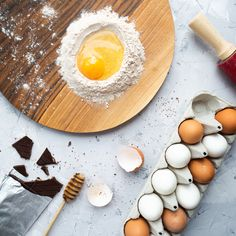Photo by Tati Subbota on Unsplash Making Hard Boiled Eggs, Perfect Hard Boiled Eggs, Keto Cocktails, Food Photography Styling, Diet, Breakfast, Easy, Shells, Basket