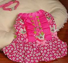 FREE dog clothes pattern for you to make a custom fit doggie dress. Chi Chi, Diy Dog Collar, Dog Clothes Patterns, Dog Harness, Dog Leash, Dog Diapers, Dog Items, Puppy Clothes, Free Dogs