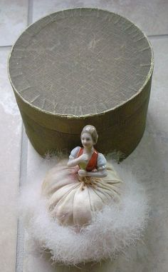 Vintage Makeup Vintage Figural Swans Down Powder Puff, Porcelain Half Doll Top - Antique Dolls, Vintage Dolls, Retro Vintage, Vintage Vanity, Vintage Perfume, Vintage Makeup, Vintage Beauty, Powder Puff Girls, Boudoir