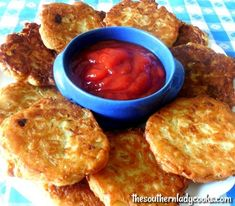 Onion patties are quick and easy to make and come from the Amish. They make great appetizers and snacks. Serve onion patties with ketchup Great Appetizers, Appetizer Recipes, Appetizer Party, Dinner Recipes, Vegetable Side Dishes, Vegetable Recipes, Most Popular Recipes, Favorite Recipes, Tapas