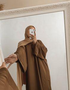 Niqab Fashion, Modest Fashion Hijab, Street Hijab Fashion, Muslim Fashion, Fashion Outfits, Mode Abaya, Mode Hijab, Hijab Fashion Inspiration, Mode Inspiration
