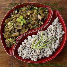Curry z ogórkami, porem i pieczarkami oraz kasza z siemieniem lnianym