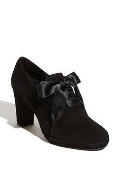 1940s Ribbon Oxford heel shoes. So classy!