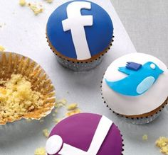 Facebook and Twitter Cupcakes... Need these for the next @INWtweetup - you listening @Jackie Mustard?
