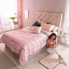 38 Beautiful Master Bedrooms with Pink Colours | Justaddblog.com #bedroom #masterbedroom #pink