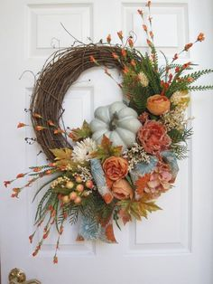 Best Ideas To Create Fall Wreaths Diy: Top 30 Handy Inspirations Best Ideas To Create Fall Wreaths Diy 115 Handy Inspirations 06103 Diy Fall Wreath, Wreath Crafts, Summer Wreath, Holiday Wreaths, Wreath Ideas, Winter Wreaths, Spring Wreaths, Autumn Wreaths For Front Door, Thanksgiving Wreaths