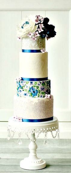Beautiful #wedding cake, lots of wonderful details, ribbons and lace and beautifully decorated tiers #icing