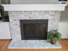 The Differences Between Whitewash and Limewash Paint - Fireplace Painting Whitewash Stone Fireplace, Brass Fireplace Screen, White Wash Brick Fireplace, Painted Brick Fireplaces, Fireplace Doors, Fireplace Update, Paint Fireplace, Brick Fireplace Makeover, Old Fireplace