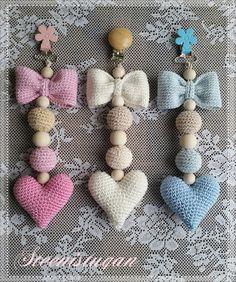 Steen i stugan: virkade hjärtan Crochet Crafts, Crochet Dolls, Crochet Projects, Knit Crochet, Knitting Patterns, Crochet Patterns, Crochet Ideas, Confection Au Crochet, Crochet Keychain