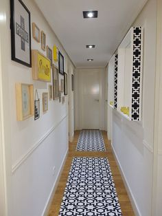 Small hallways, breezeway, home interior design, coridor design, house desi Narrow Hallway Decorating, Narrow Entryway, Entryway Mirror, Entryway Decor, Upstairs Hallway, Hallway Walls, Hallway Designs, Hallway Ideas, Small Hallways