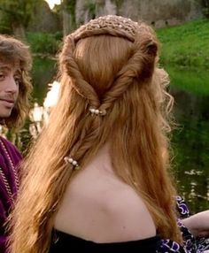 Isolda Dychauk as Lucrezia Borgia - hairstyle