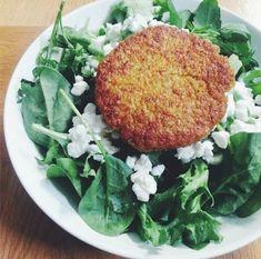 Helpot kvinoa-porkkanapihvit ovat täyttävä ja terveellinen vaihtoehto iänikuisille kasvisraastepihveille. Nopea resepti. Diet Recipes, Cooking Recipes, Healthy Recipes, Vegan Vegetarian, Vegetarian Recipes, Magic Recipe, Garam Masala, Cool Kitchens, Healthy Eating