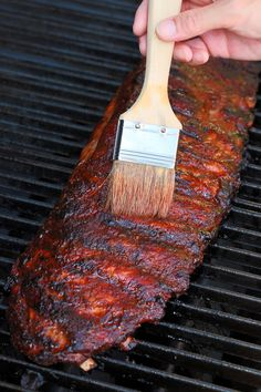 Memphis-Style Barbecue Pork Ribs - Succulent made at home recipe! A pomegranate vinegar mop and savory dry rub keep these ribs moist and tasty! Barbecue Pork Ribs, Sauce Barbecue, Barbecue Recipes, Grilling Recipes, Smoker Recipes, Bbq Sauces, Pork Spare Ribs Grilled, Grilling Ribs, Ribs On Grill