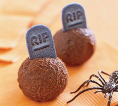25 Halloween Food & Recipes for an Extreme Halloween! #party #parties #food #foods #great #kids #ideas #diy #halloweenfood #halloweenfoods #halloweenparty #recipe #recipes #spooky #cool #awesome #vampire #cupcakes #Halloween #food #baking #cooking #dessert #autumn #fall #extreme #rip #spiders