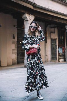 Spring is the season of wearing a skirt! The feminine beauty of the dress can not be replaced by any single item. Fashion Wear, Fashion Beauty, Spring One, Every Woman, Wide Leg Pants, Style Guides, Feminine, Street Style, Style Inspiration