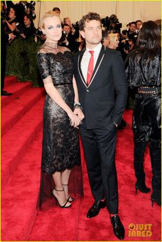Diane Kruger & Joshua Jackson - Met Ball 2013 Red Carpet | diane kruger joshua jackson met ball 2013 red carpet 01 - Photo